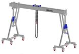 33960108 Wciągarka bramowa aluminiowa z możliwością przejazdu pod obciążeniem, z wózkiem pchanym i wciągnikiem łańcuchowym miproCrane DELTA 800H (udźwig: 2000 kg, szerokość: 4100 mm, wysokość: 3120/4270 mm)