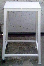 77156982 Stół pod przecinarkę, szlifierkę (wymiary: 500x400x1000 mm)