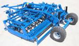 95247943 Kompaktowy agregat uprawowy U 684 wersja półzawieszana z zębem SU i składana hydraulicznie, 32x12mm ze wzmocnieniem, redlica 35x200x5mm, 4 rzędy zębów (szerokość robocza: 4 m, liczba zębów: 39, zapotrzebowanie mocy: 125 KM)