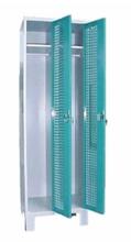 99552207 Szafka ubraniowa perforowana na nóżkach, zamek ryglujący drzwi w 3 punktach, 2 drzwi (wymiary: 1940x600x490 mm)