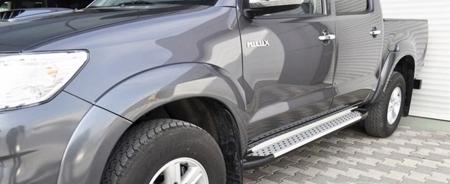 01656077 Stopnie boczne - Toyota Hilux 2005-2015 (długość: 193 cm)