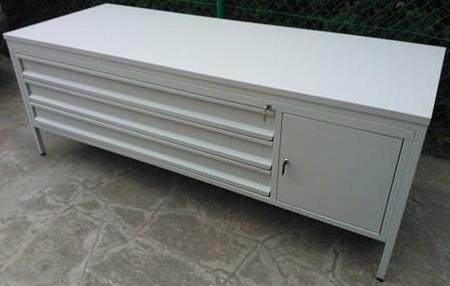 77156959 Stół do laboratorium, 1 szafka, 3 szuflady (wymiary: 2000x800x750 mm)